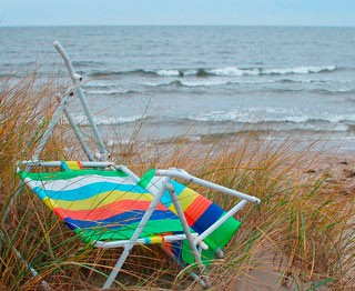broken-beach-chair-flickr-camillac-400w