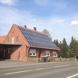 rooftop solar house germany - Tim Fuller flickr